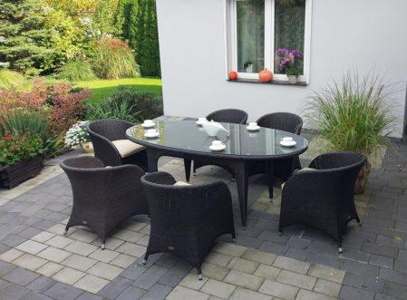 Technorattanowy stół ogrodowy