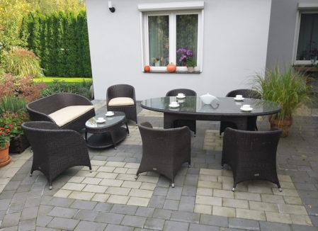Owalny stół ogrodowy z technorattanu