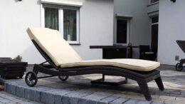 TILOS K klasyczny leżak ogrodowy z technorattanu na kołach NR 0061