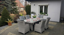 Szare meble ogrodowe z technorattanu stół z fotelami ratanowymi do ogrodu lub na taras