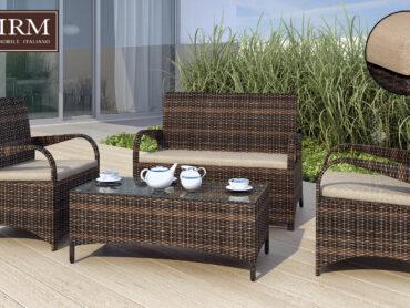 Meble ogrodowe z technorattanu w kolorze brązowym z beżowymi poduszkami